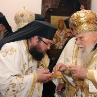 Дядо Григорий и патриарх Максим при освещаването на храм Св. Марина