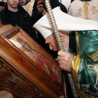 Блаженопочившия Български патриарх и Софийски митрополит Максим пред иконата на св. Марина